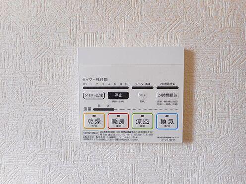 新築一戸建て-大和高田市南今里町 雨の日のお洗濯に役立つ浴室乾燥機。浴室のカビ予防にも活躍します。