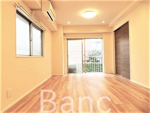 中古マンション-渋谷区代々木4丁目 角部屋で陽当たり良好なリビングです開放感がありますね