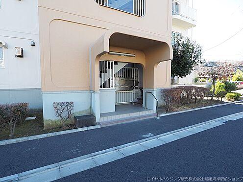 区分マンション-千葉市美浜区高浜4丁目 広くて出入りもしやすいエントランスです!