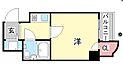 広々とした洋室と日当たり良好なバルコニー。