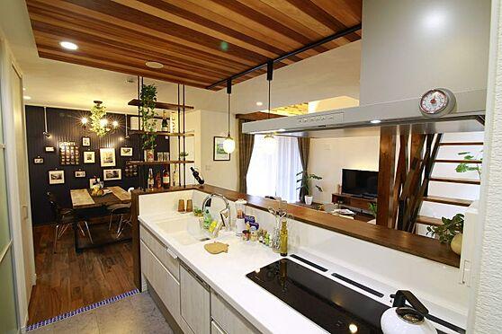 中古一戸建て-豊田市大林町10丁目 リビングを見渡せるキッチン♪小さなお子様の様子を見ながら安心してお料理できます。