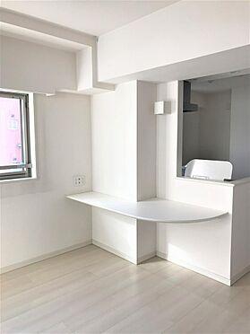 マンション(建物一部)-横浜市西区平沼1丁目 オープン形式のヌックカウンターの付いたキッチン ※写真は平成29年に撮影