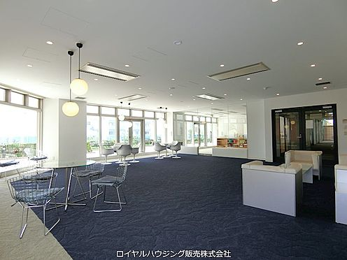 中古マンション-横浜市神奈川区栄町 広々とした2階ラウンジ