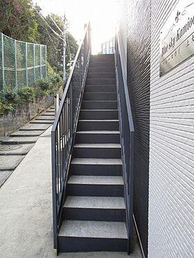 アパート-横浜市港南区最戸2丁目 開放感のある共用廊下。