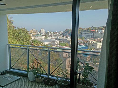 中古マンション-伊東市鎌田 わずかですが、海も望めます。
