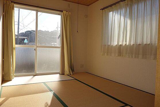 アパート-伊東市宇佐美 売りアパート室内・6帖和室(陽当たり良好)