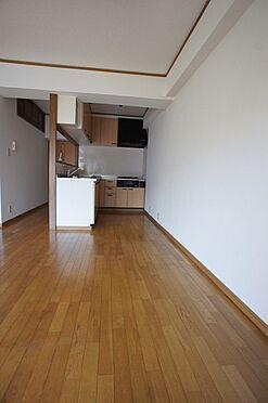 マンション(建物全部)-柏市東中新宿4丁目 収納たっぷりのあるキッチンです。