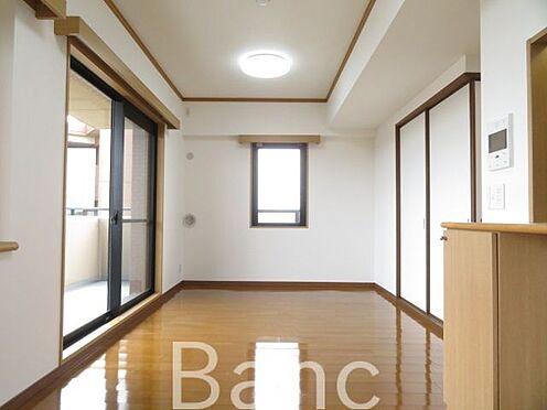 区分マンション-横浜市保土ケ谷区東川島町 閑静な住宅街に佇む外観タイル貼のマンションです。南東角部屋につき日当たり良好。新規内装リフォームにより綺麗に生まれ変わりました。和室には琉球風畳を採用しました。是非ご覧下さい。