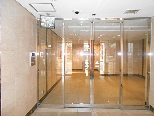 マンション(建物一部)-志木市本町5丁目 明るく品の良い除風室からエントランスホールへのアプローチ