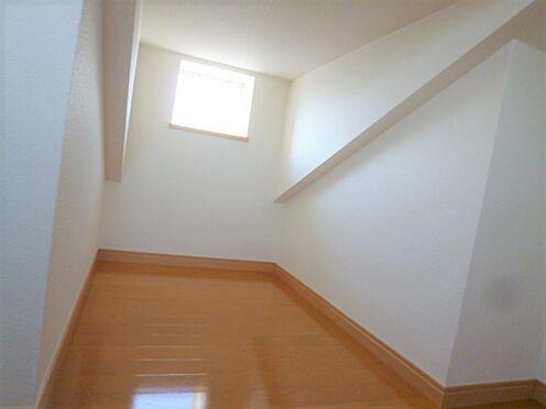 アパート-横浜市神奈川区入江1丁目 ロフト内部 十分なスペースがありますね。