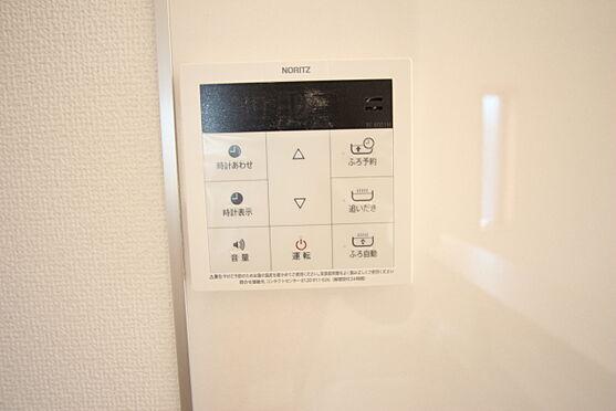 新築一戸建て-大和高田市大字有井 キッチンからボタン一つでお湯はりや追い焚きの操作ができるオートバス機能付きです(同仕様)