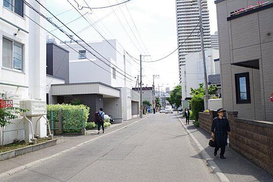 マンション(建物全部)-札幌市西区八軒二条西1丁目 前面道路