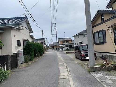 土地-西尾市吉良町上横須賀的場 大通りから少しずれた場所のため暮らしやすい立地です。