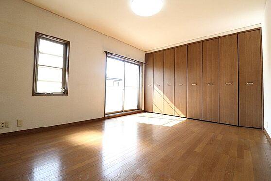 中古一戸建て-多摩市唐木田1丁目 収納力豊富な約9.5帖の洋室(2階部分)