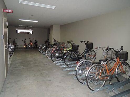 区分マンション-大阪市港区田中2丁目 雨風を防ぐ屋内駐輪場
