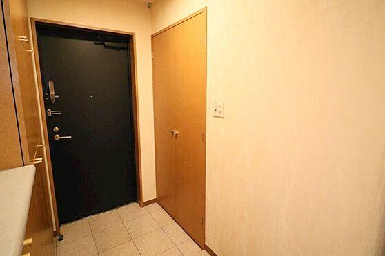 中古マンション-八王子市別所1丁目 広い玄関収納も有ります。