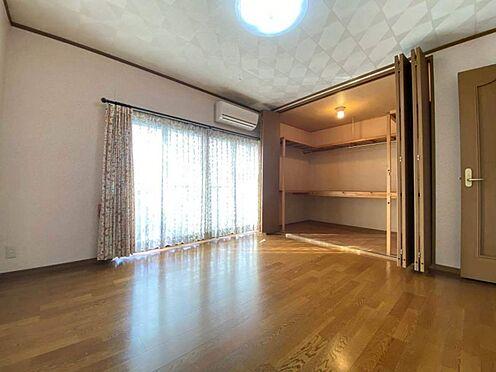 中古一戸建て-江南市曽本町幼川添 2階洋室8帖。大容量のクローゼット完備。