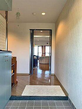 中古マンション-伊東市川奈 〔玄関〕幅が広く開放感があります。