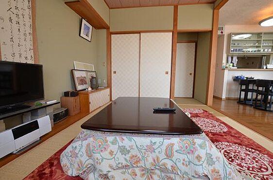 リゾートマンション-熱海市熱海 和室は二部屋あり、4.5帖の和室は、そのままの状態であります。
