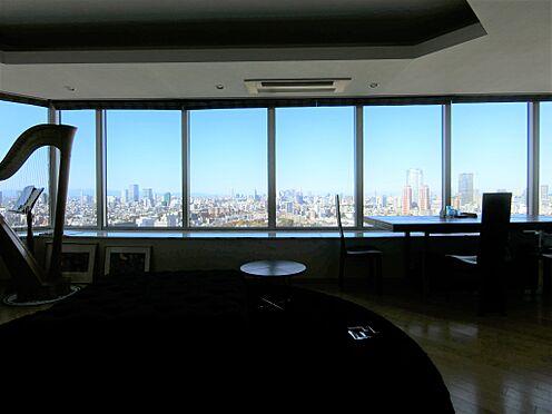 中古マンション-港区白金1丁目 リビングからの眺望(日景 北西方面 掲載中の家具等は販売価格に含まれません。)