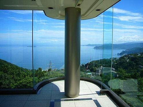 リゾートマンション-熱海市伊豆山 エレベーターが開いた瞬間、胸がときめきます。吸い込まれる雄大な眺望です。