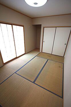 戸建賃貸-磯城郡三宅町大字伴堂 押入れのある和室は寝室や客間として大変便利にご利用頂けます。