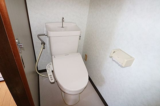 マンション(建物全部)-浜松市中区和合北4丁目 洋式トイレでウォシュレット機能つきです。