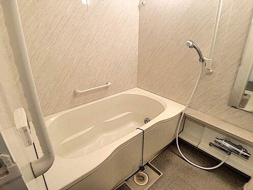 中古マンション-豊田市前山町3丁目 1日の疲れを癒すバスルーム。足を伸ばしてくつろいでくださいね。