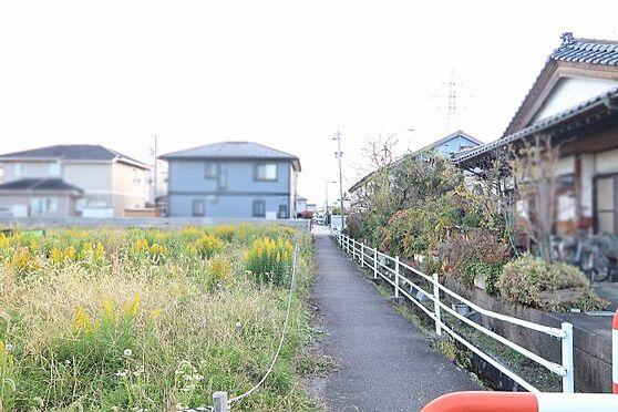 土地-富山市婦中町速星 前面道路 歩道の様子