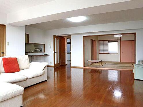 中古マンション-伊東市富戸 ≪LDK≫ 約21.4帖のゆったりとしたリビングスペース。