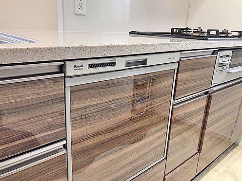 区分マンション-東海市高横須賀町御洲浜 収納力のあるシステムキッチンなのでお料理上手な奥様の調理器具もたくさん収納できます!