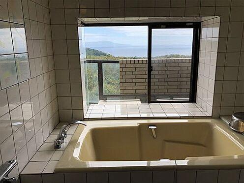 中古マンション-伊東市富戸 相模湾を望む浴室です。