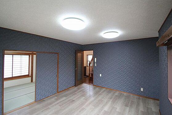 戸建賃貸-熊谷市江南中央3丁目 LDKは隣の和室と繋がってます。インターフォンも有。