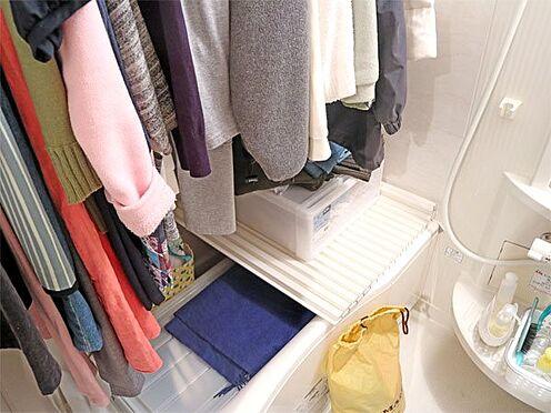 中古マンション-伊東市八幡野 〔浴室〕温泉大浴場があるため、ご覧のようにお部屋の浴室を収納代わりにもご利用いただけます。