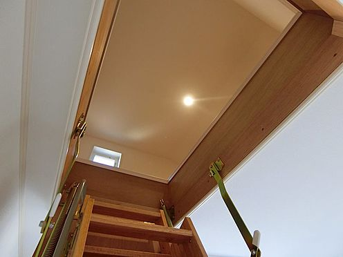 戸建賃貸-八王子市松木 2階洋室から 小屋裏収納