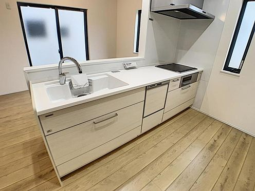 新築一戸建て-安城市今本町2丁目 タッチレス水栓、人造大理石一体型シンク採用でより快適なキッチン。家事の時短に食洗機付き。