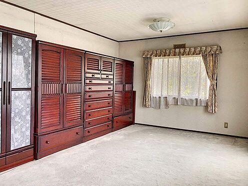 中古一戸建て-刈谷市築地町2丁目 約12帖の寝室はベランダ付きでお布団干しもラクラク。