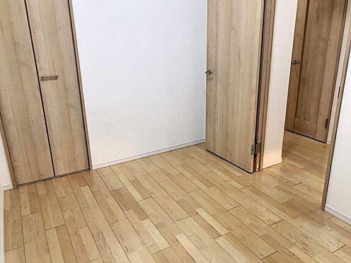 区分マンション-名古屋市西区貴生町 玄関すぐの洋室5帖。全居室クローゼット完備です。