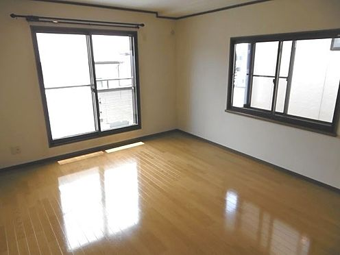 中古一戸建て-町田市小山町 約10帖の大きな洋室(窓は二重サッシで約3帖のウォークインクローゼット付)