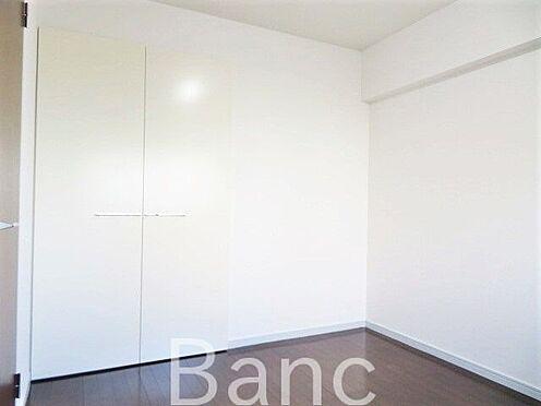 中古マンション-江東区大島1丁目 収納兼ね備えた洋室 お気軽にお問合せくださいませ。