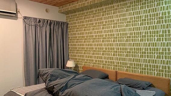 リゾートマンション-熱海市熱海 寝室の約8.6帖です。エアコンも設置可、大きな収納も備わっています。