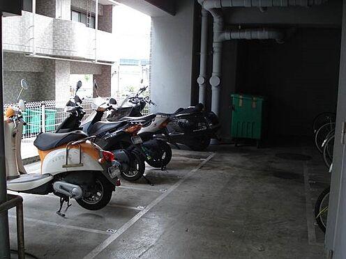 マンション(建物一部)-神戸市中央区浜辺通6丁目 バイクや自転車置き場があるから、駅へのアクセスも楽々。