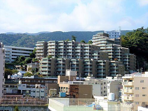 リゾートマンション-熱海市咲見町 外観:熱海駅徒歩6分に位置しレーモンド設計事務所による設計で新築されました。