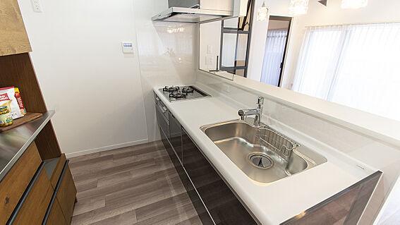中古マンション-岡山市北区弓之町 キッチン 掲載中の家具等は販売価格に含まれません。