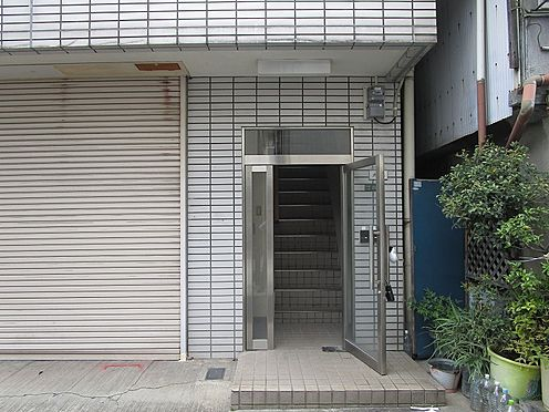 一棟マンション-大阪市生野区中川西2丁目 共有の出入口です