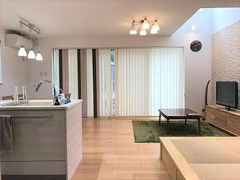 中古一戸建て-豊田市神池町2丁目 リビングに吹き抜けあり!お部屋に開放感と優しい光が降り注ぎます。