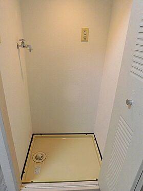 中古マンション-大和市南林間1丁目 洗濯機置き場は、折れ戸が付いて未使用時には隠す事が出来ます。※2020.2.1の賃貸前