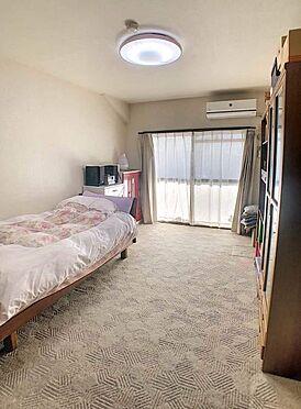 中古マンション-豊田市下市場町8丁目 ベッドを置いても十分な広さがあるので、主寝室としてご利用ください。ドレッサーを置いたり本棚を置いたり、夫婦のくつろげるお部屋にしてくださいね♪