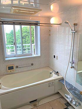 中古マンション-新宿区新宿7丁目 浴室に窓がありますので、お洗濯ものの乾燥や換気もばっちりです。