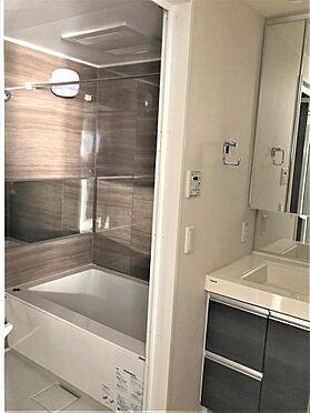 マンション(建物一部)-横浜市西区平沼1丁目 1216サイズの浴室には乾燥換気機能付き ※写真は平成29年に撮影
